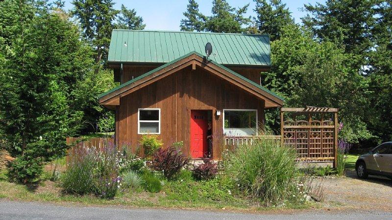 Beautiful Cedar Home on Orcas Island, casa vacanza a Decatur Island