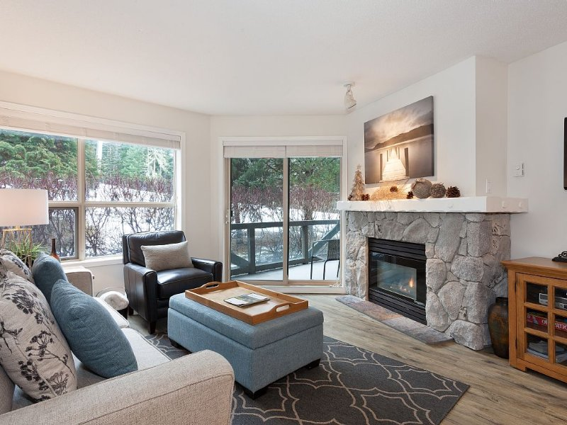 True Ski-In/Ski-Out - Recently Upgraded with Beautiful Mountain Views, holiday rental in Whistler