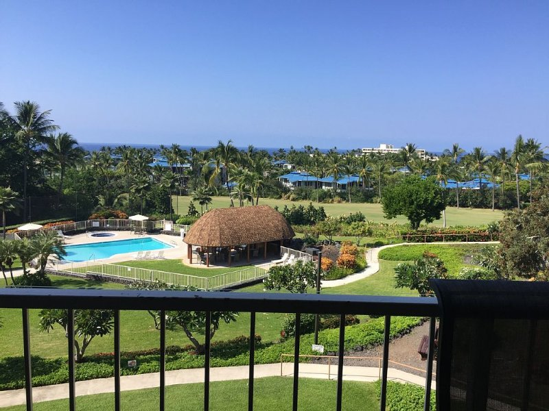 Keauhou with gorgeous oceanview and on the 8th hole of Kona Country Club fairway, vacation rental in Kealakekua