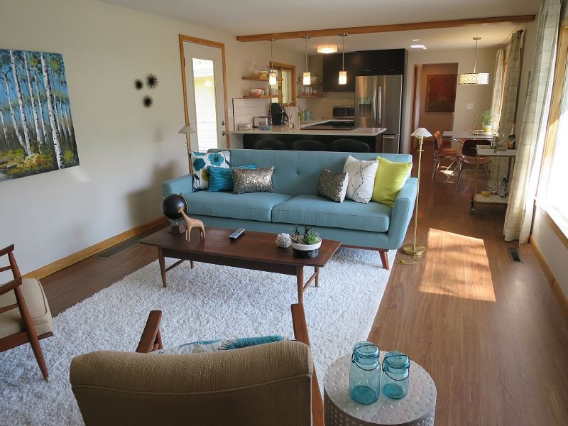 Newly Remodeled Mid-century Modern Home On West Bay Shore Dr.  Beautiful Views., vacation rental in Grand Traverse County