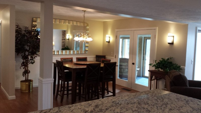 Harbor Springs Condo - Trout Creek Unit  84, spacious1700',  VERY CLEAN w/ Cable, location de vacances à Harbor Springs