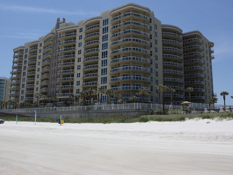 LUXURY Oceanfront Ocean Vistas Condo-AMAZING VIEWS! BRAND NEW ***5 STAR CONDO***, holiday rental in Daytona Beach