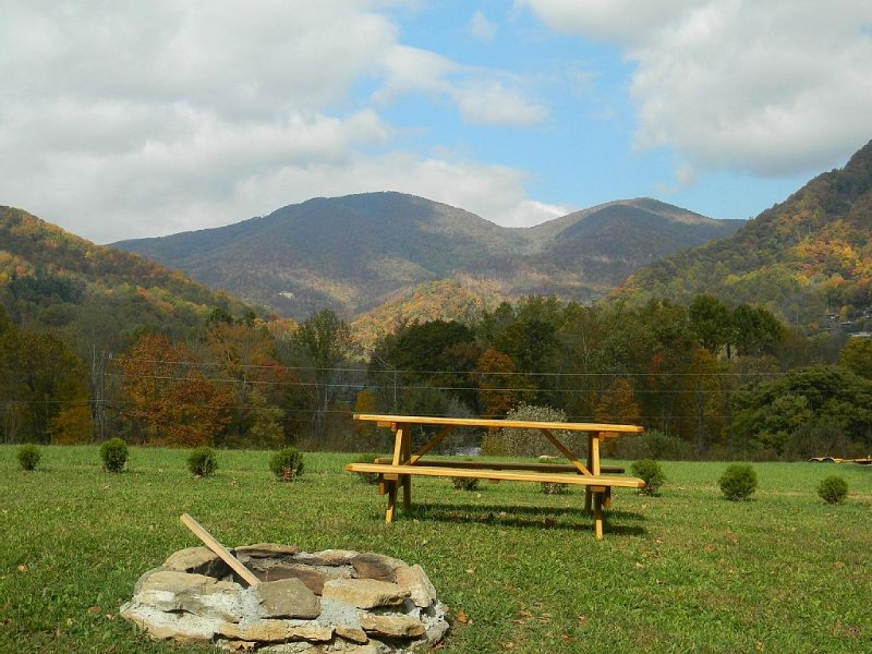 Log cabin with Country feel and awesome views, vakantiewoning in Maggie Valley