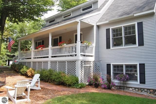 In the heart of Glen Arbor - Walking distance to shops, dining and beaches, vakantiewoning in Leelanau County