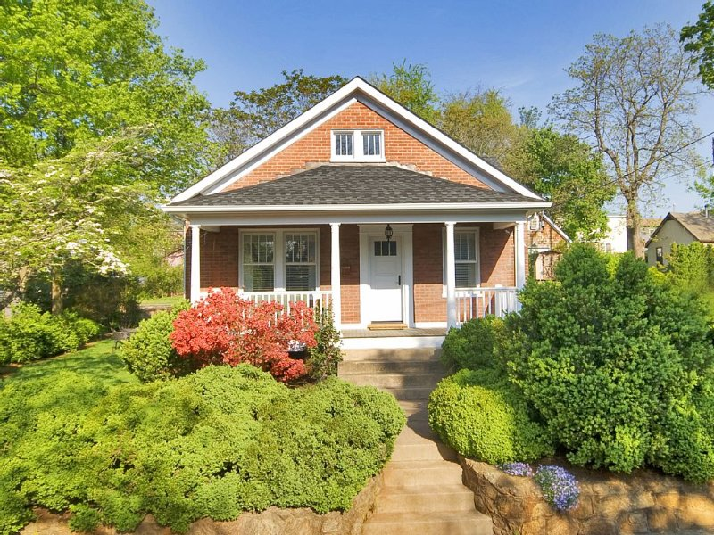 The Boxwood Bungalow, a wonderful property for your stay in Charlottesville!