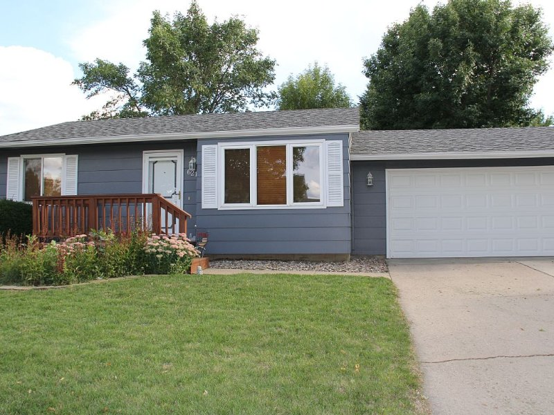 Fully Furnished 3 Bedroom - 2 Bath - Double Garage, holiday rental in Sioux Falls