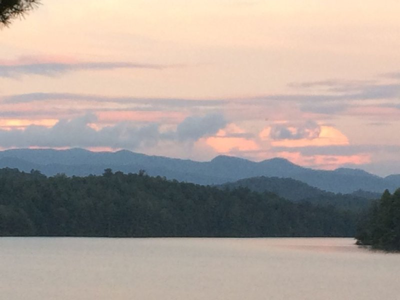 Best Location On Lake! Fantastic Views On Quiet Lake Santeetlah In Smokey Mtns, location de vacances à Fontana Dam
