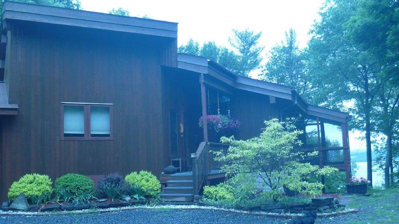 Lakewood Lodge with Cayuga Lake Vistas, alquiler de vacaciones en Ovid