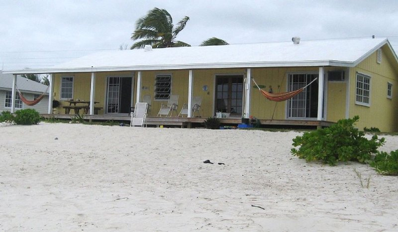 Relax in a Cozy Beachfront Home in Casuarina Point, Ferienwohnung in Great Abaco