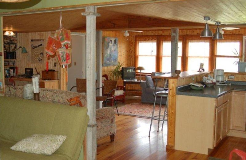 Cozy Waterfront Cabin, location de vacances à Holly Ridge