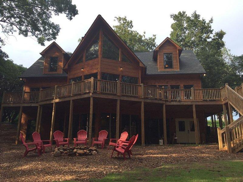 Custom Construction Lake House Cabin.  Perfect Multi-family Layout!, alquiler de vacaciones en Anderson