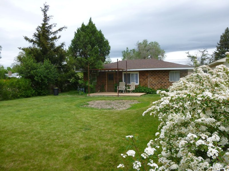 Cozy Cottage with Great Location, holiday rental in Sheridan