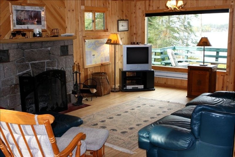 Beautiful Vermilion Property w Sauna, Beach, Great Location, holiday rental in Cook
