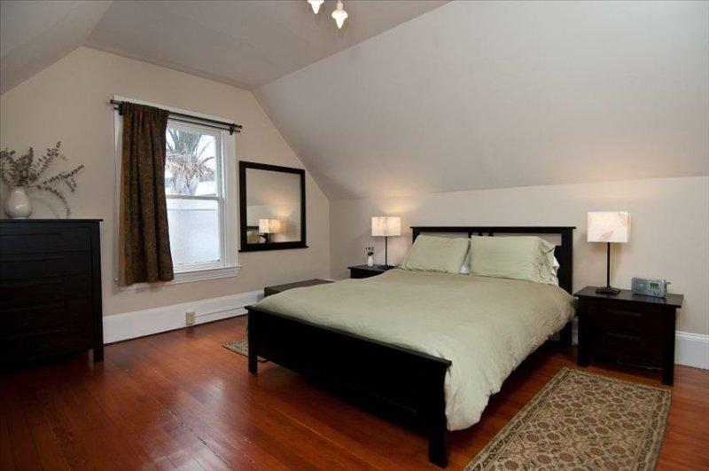 Gorgeous Upper Flat in Historic Berkeley Queen Anne Duplex, alquiler de vacaciones en Albany