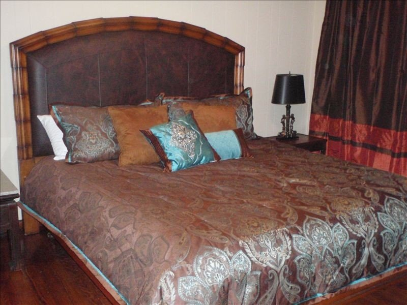 'Breads on Oak Bakery' Guesthouse: Spacious, Quiet, Walk to Streetcar, vacation rental in Kenner