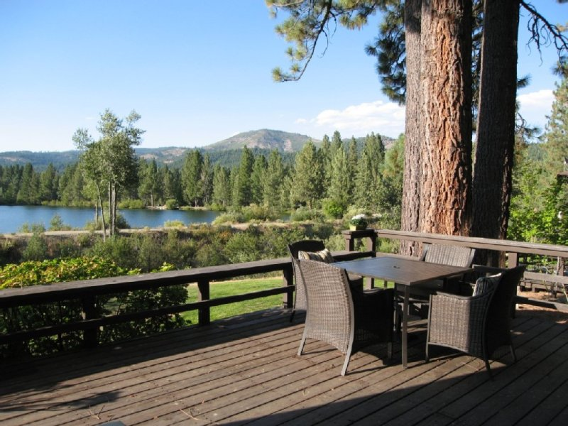 Spectacular Views – On Graeagle Creek Across From The Mill Pond, holiday rental in Plumas County
