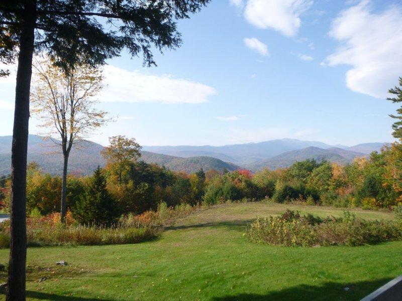 Breathtaking Mountain Views, Fully Stocked Condo, Minutes to Story Land, aluguéis de temporada em Bartlett