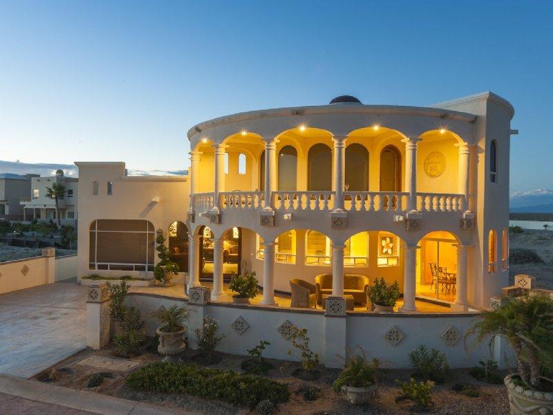 Beautiful 3br Beach Home on Sandy Beach with easy ONLINE BOOKING, location de vacances à Puerto Penasco