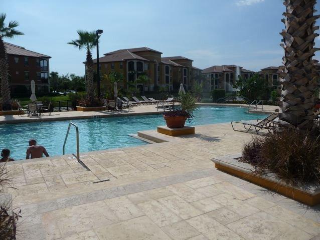 Serenata Sarasota 1st Floor Condo!, holiday rental in Tallevast