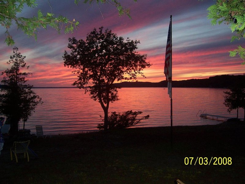 Family Cottage On Beautiful Crystal Lake, alquiler de vacaciones en Benzie County