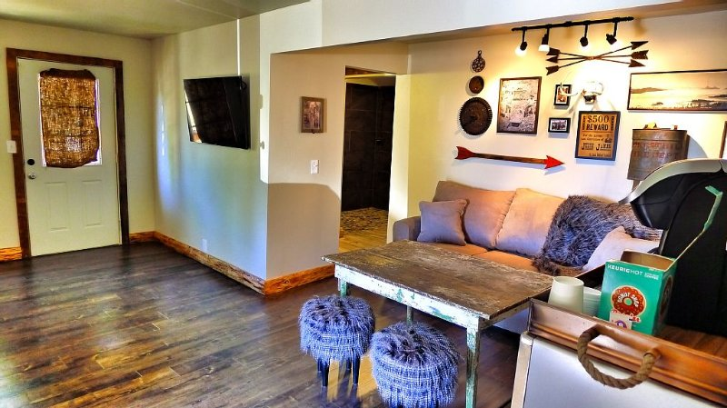 600 Sf Of Pistol Packin' Comfort.  Keep Your Guests On The Hill., holiday rental in Foresthill