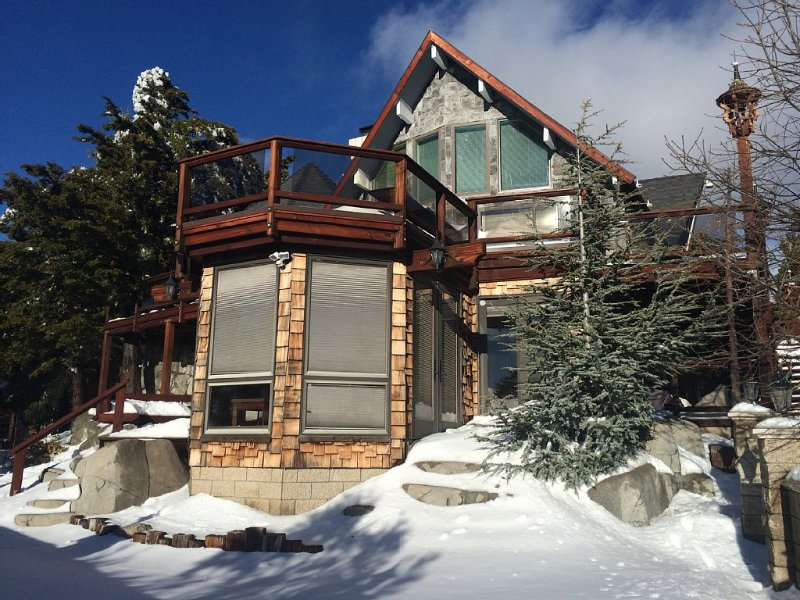 Gorgeous House & views, sledding hills, game room, close to skiing & Sky Park, vacation rental in Running Springs