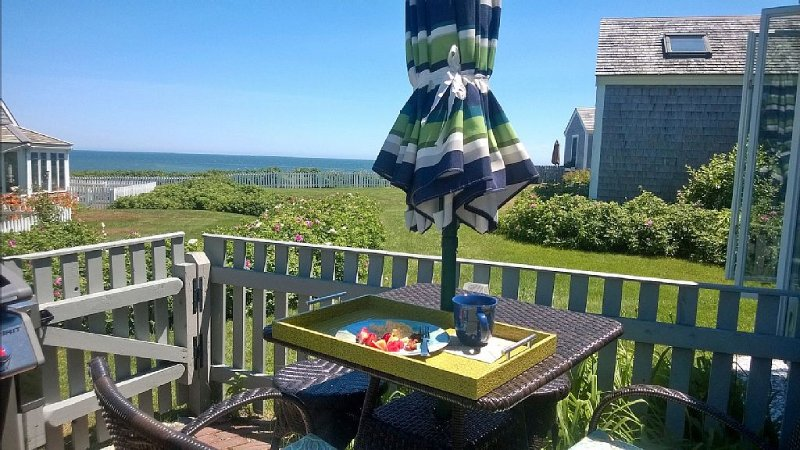 SPECTACULAR Ocean Views!  COZY Maushop Village Owner-occupied Condo w/Air Cond, location de vacances à Mashpee