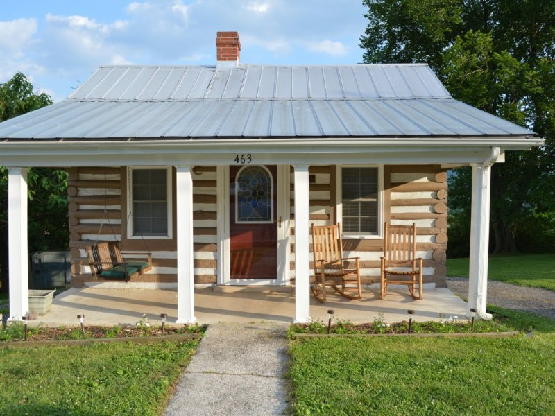 Quaint Historic Log Cabin Overlooking The James River., holiday rental in Natural Bridge Station