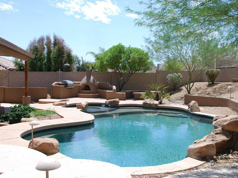 Executive Relaxed Living Home 5BR/3B Pool & Spa in Estrella Mt Ranch, aluguéis de temporada em Goodyear