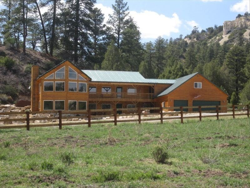 WOW! Beautiful Mtn. Home on Private Ranch. Views! Midway between Zion and Bryce, aluguéis de temporada em Glendale