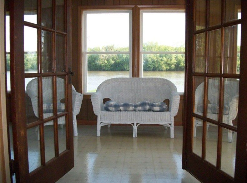 Vacation Cabin on the Rock River in the Quad Cities, vacation rental in Port Byron