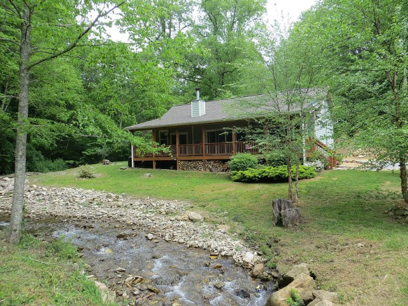 Luxurious Mountain Retreat for the Discerning Traveler, alquiler de vacaciones en Waynesville