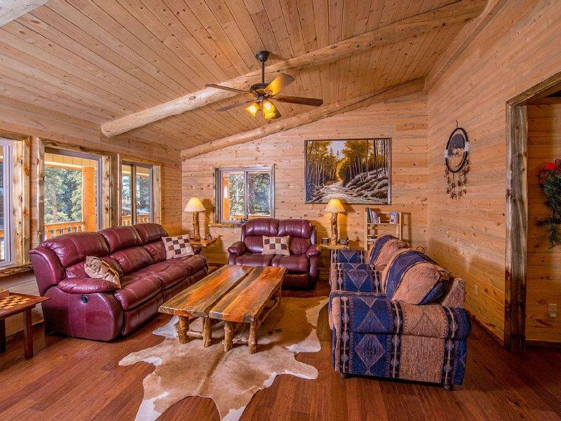 Luxury  Estes Park Single Family Cabin Minutes to Downtown and ~RMNP~, alquiler de vacaciones en Estes Park