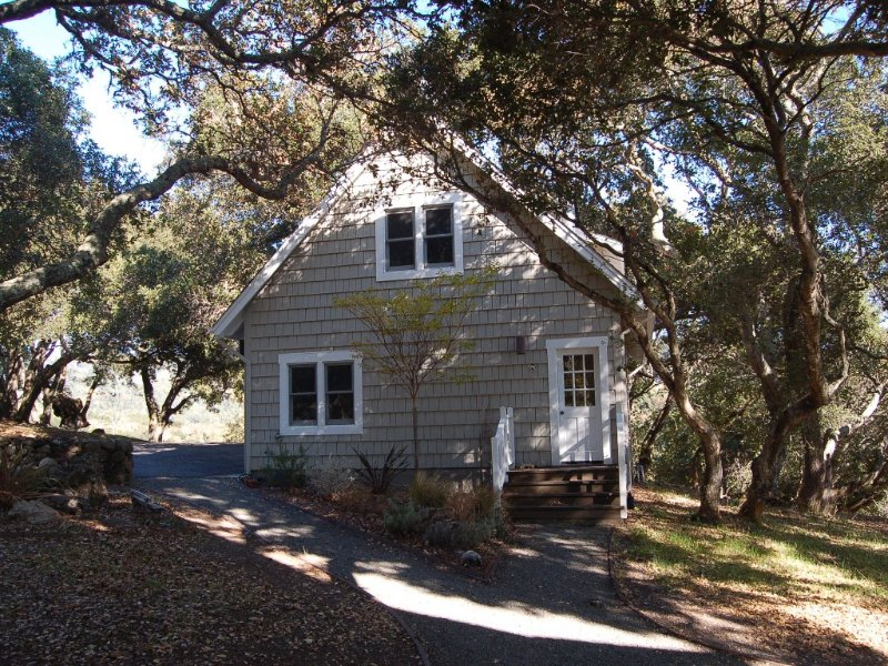 Cottage in the Oaks with Pool, holiday rental in Penngrove