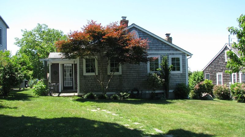 Sunny, Quaint, Immaculate House in Point Judith/Sand Hill Cove - Close to Beach, location de vacances à Narragansett