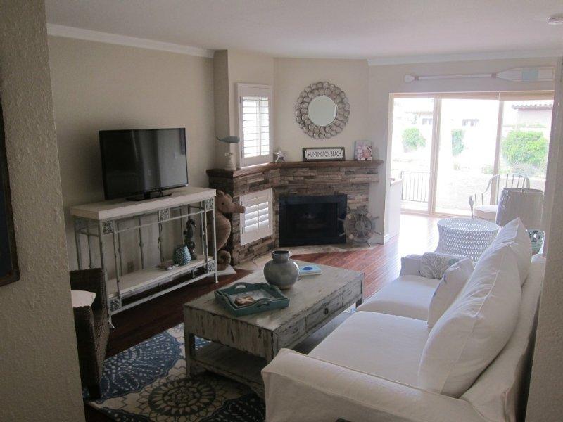 Beach Condo 30 day MINIMUM REQUIRED, holiday rental in Huntington Beach