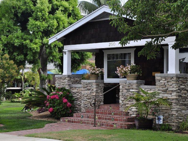 Vintage Bungalow - 1 Block to Beach Acesss, location de vacances à Encinitas