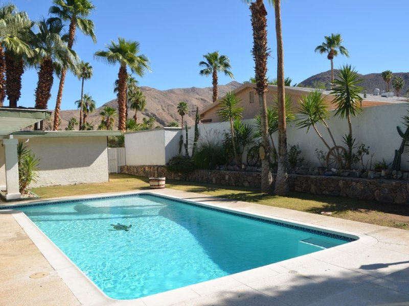 Beautiful Private Paradise, Upper Cove, Gorgeous Mountain Views, Pool, Pets, holiday rental in Cathedral City