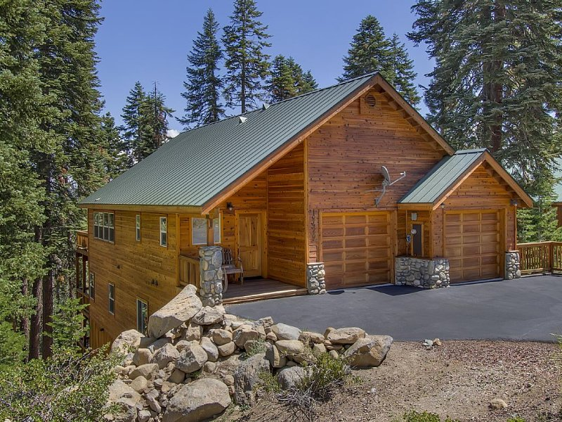 Muhlebach Family Retreat - A Luxury Mountain Getaway, holiday rental in Truckee