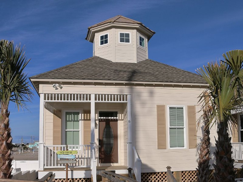 NEW LUXURY (STEPS TO BEACH) 3 BEDROOM BUNGALOW LOCATED ON ATLANTIC BEACH CIRCLE, vacation rental in Atlantic Beach