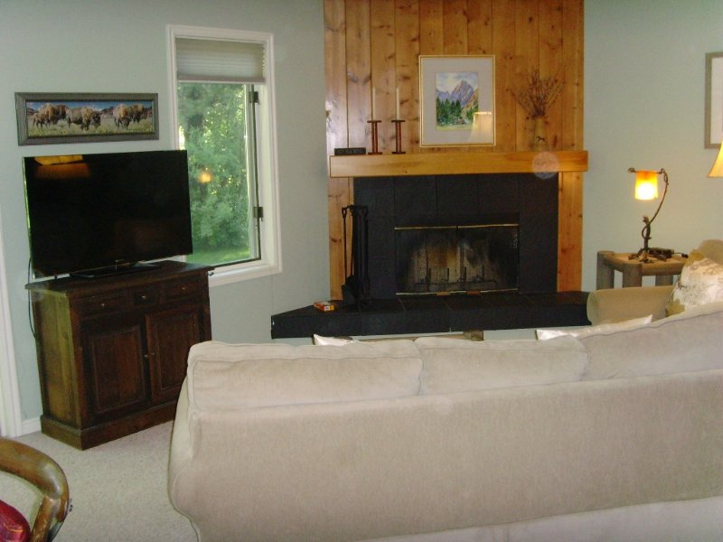 Upscale end unit main floor condo near GRAND TETONS, world-class skiing, Snake, alquiler de vacaciones en Wilson