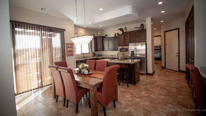 POOLS ARE OPEN! 3 bed condo on Coral Ridge Golf Course near Zion, holiday rental in Washington