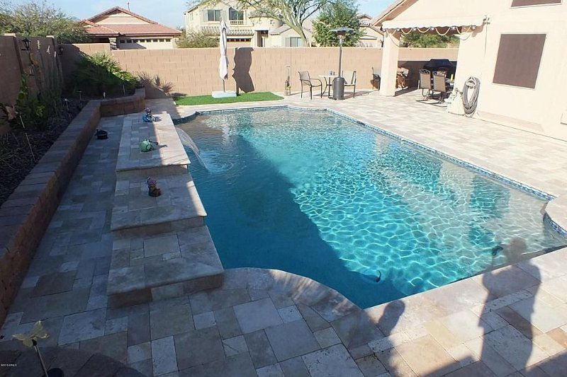 Beautiful Home In San Tan Valley HEATED Pool & Fully Tiled Backyard, location de vacances à San Tan Valley