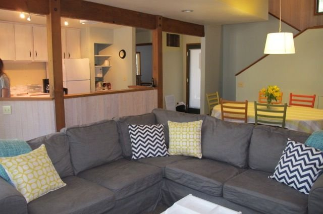 Tired of same old rentals - think NEW! FRESH! MODERN! FUN!, holiday rental in Black Butte Ranch