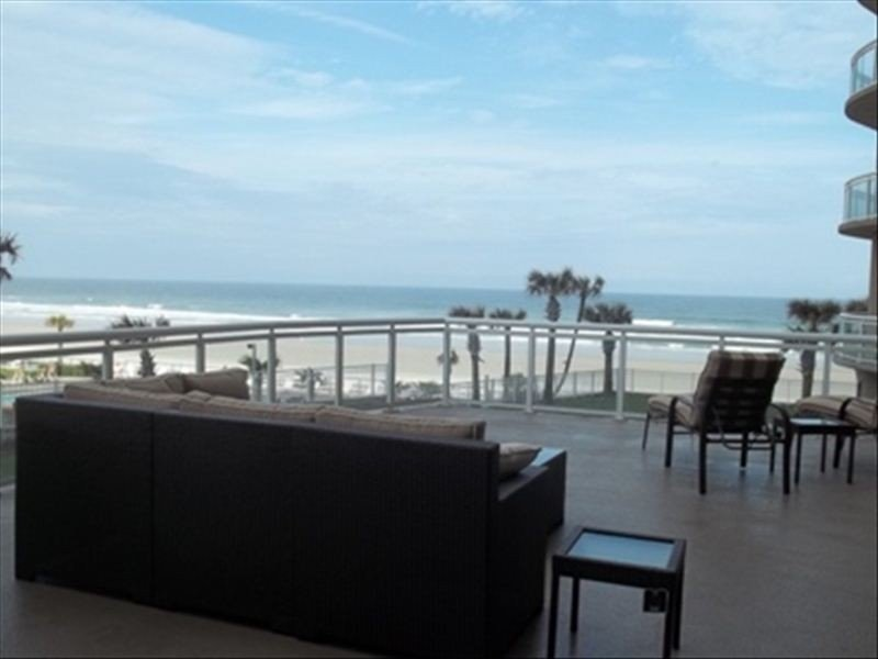 New Luxurious  2,900+ Sq. Ft,  4 Bed / 3 Bath Oceanfront Condo, holiday rental in Daytona Beach