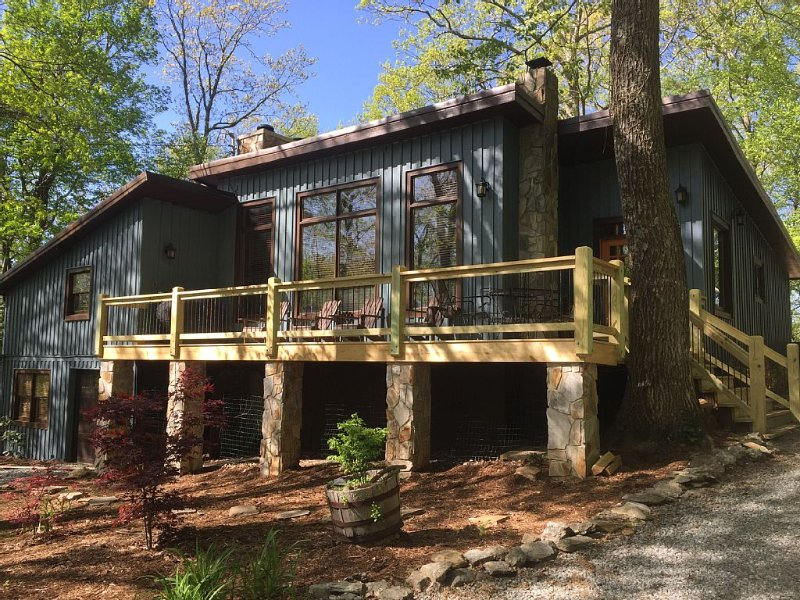 Bearadise - Blowing Rock/App Ski Mtn 3BR/3BA Cabin, alquiler de vacaciones en Blowing Rock