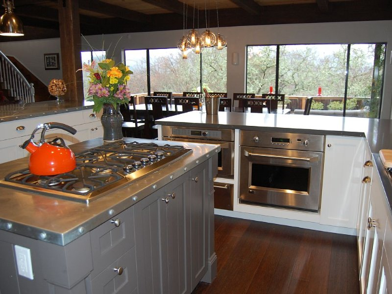 Entertainer's Home With Chef's Kitchen Overlooking Napa Valley, holiday rental in Pope Valley
