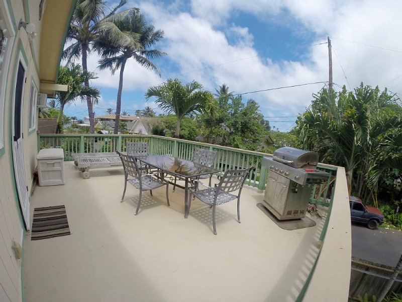 Large Deck-Grill-Kitchen-Steps to Secluded Beach-AC-Wifi-Covered Parking-Laundry, vacation rental in Hauula