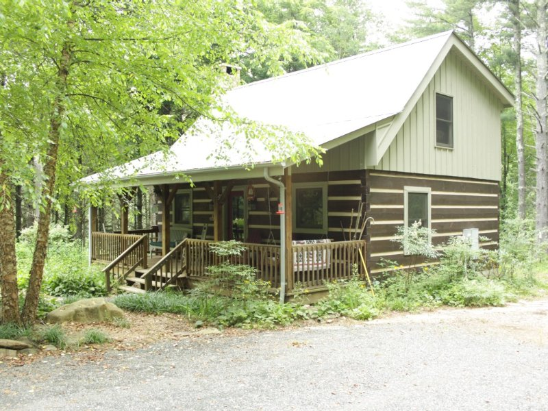 Cabin on 6.5 Private acres; 20 min to Blowing Rock/W Jefferson,Boone, holiday rental in Fleetwood