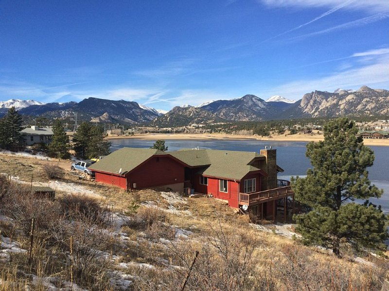 BEST VIEW in Estes Park! 2nd of 2 adjacent STUNNING cabins on Lake Estes #3449, casa vacanza a Drake